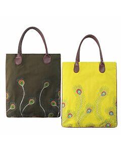 Tasche mit Pfauenfedern